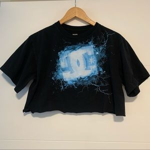 DC | Branded Graphic Crop Tee Shirt
